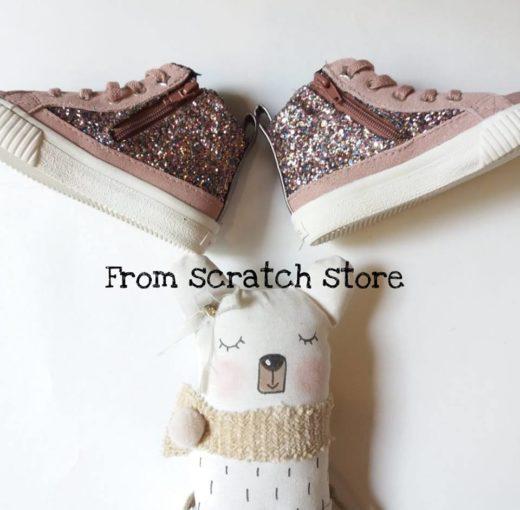 Παιδικά παπούτσια σε ροζ συνθετικό δέρμα | From Scratch Store