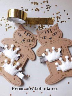 Κλιπ μαλλιών κορώνες glitter σε λευκό χρώμα 2τμχ | From Scratch Store